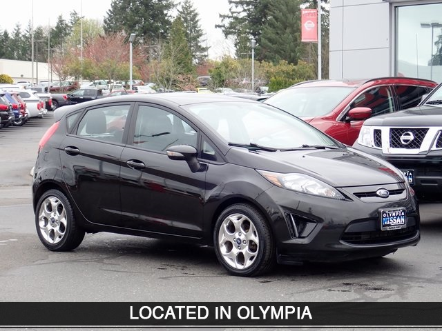 Pre-Owned 2013 Ford Fiesta Titanium